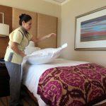 Người dọn phòng khách sạn muốn nhắn nhủ du khách điều gì?
