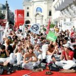 Climate change activists storm red carpet at Venice Film Festival – Tuoi Tre News