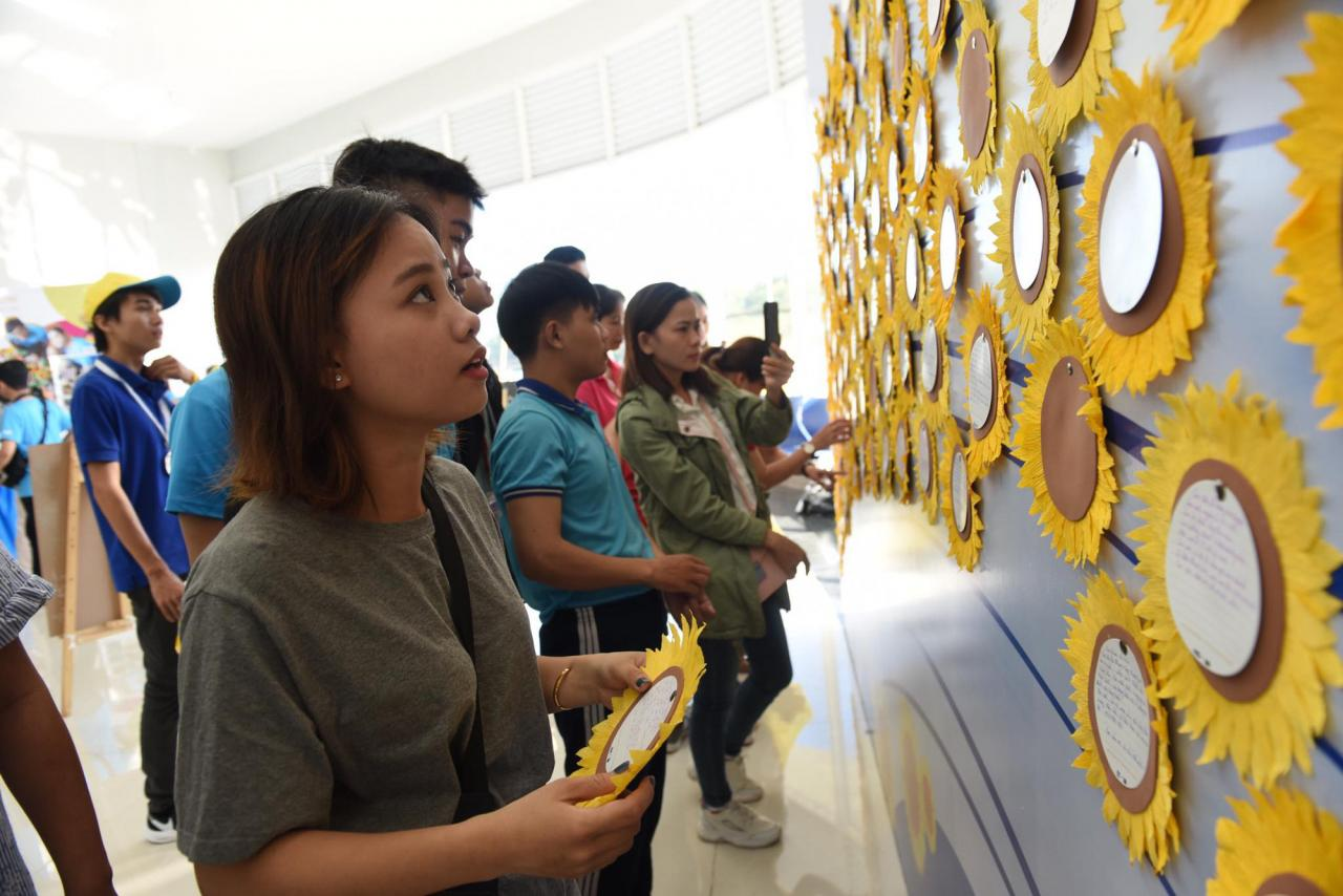 Tuoi Tre-backed Sunflower Festival fundraises ,000 for children with cancer
